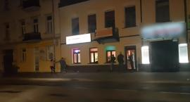 Bójka dwóch młodych kobiet na Placu Wolności we Włocławku [VIDEO]