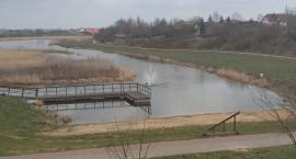 Pływająca fontanna na jeziorze Cmentowo w Brześciu Kujawskim