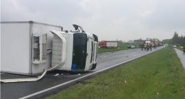 Tragiczny wypadek w regionie. Citroen zderzył się czołowo z ciężarówką. Nie żyje kierowca C5