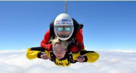Szukasz pomysłu na prezent? Wręcz voucher na skok spadochronowy w tandemie!