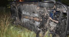 Tragiczny wypadek pod Toruniem. Nie żyje 2 letnie dziecko. Uciekająca 25-latka dachowała samochodem