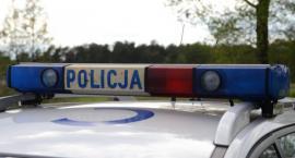Wypadek w Wieńcu. Kobieta zjechała do rowu melioracyjnego. Policja prosi o pomoc