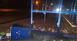 29-latka metalowym koszem zniszczyła wiatę przystankową MPK we Włocławku