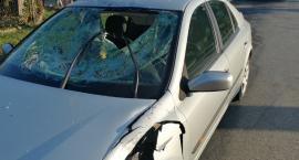 Wypadek w Osięcinach. Zderzenie motocykla i renault [ZDJĘCIA]