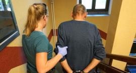 Wbił nóż w szyję pokrzywdzonemu w Bydgoszczy. 3 miesiące aresztu [FOTO, VIDEO]