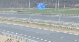 Scania jechała całą szerokością jezdni na autostradzie A1 pod Włocławkiem