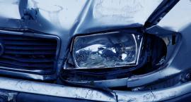 Wypadek na Królowej Jadwigi we Włocławku. Uderzył w słup a potem wjechał w inne auto