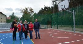 W Smólniku Gmina Włocławek   jest nowe boisko. Cieszą się nie tylko uczniowie.