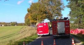 Śmiertelny wypadek w powiecie świeckim. Części z ciężarówki przebiły szybę osobówki