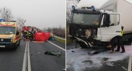 Tragiczny wypadek w powiecie toruńskim. Zderzenie ciężarówki z oplem. Nie żyją 2 osoby [ZDJĘCIA]
