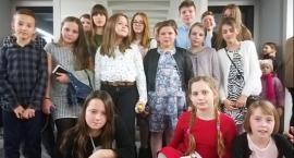 Uczniowie szkoły w Smólniku na balecie