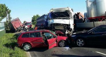 Zderzenie 2 samochodów ciężarowych i dwóch osobowych w regionie [ZDJĘCIA]