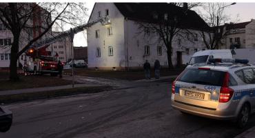 Akcja straży i policji na Staszica we Włocławku. Musieli wejść przez okno [VIDEO, FOTO]