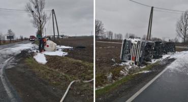 Wywróciła się cysterna z paliwem w Samszycach. Policja prosi o pomoc [VIDEO]