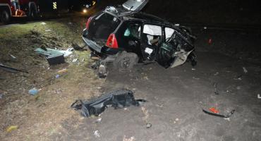 Wypadek w Kaczewie. 19 latek rozbił auto uderzając w wiadukt kolejowy