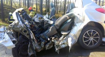 Tragiczny wypadek w Emilianowie pod Bydgoszczą. Peugeot zderzył się z samochodem ciężarowym