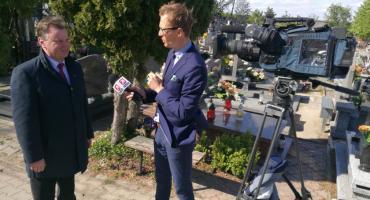Ekipa Wydarzeń Polsatu pojawiła się w Kowalu. Chodzi o cmentarz w miasteczku
