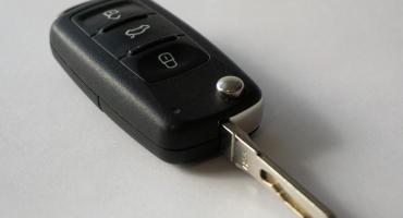 Kobieta zatrzasnęła kluczyki w samochodzie we Włocławku. W środku było jej 15 miesięczne dziecko