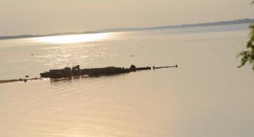 Tragiczny wypadek nad Jeziorem Żnińskim. 23-latek skoczył na główkę