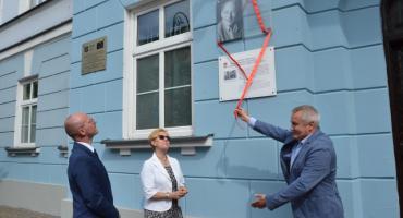 Odsłonięcie tablicy upamiętniającej wybitnego psychologa z Włocławka