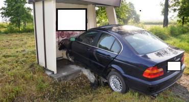 Tragiczny wypadek w Szpiegowie. BMW uderzyło w przystanek. Nie żyje 29-latek