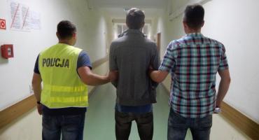 Mundurowi ujęli 26-latka. Seryjnie okradał sklepy we Włocławku