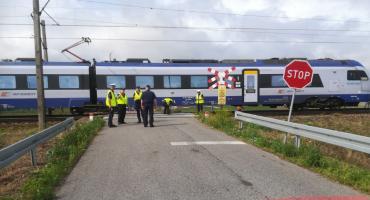 Tragedia w Gminie Lubień Kujawski. Pociąg potrącił śmiertelnie 31-latkę i jej dwójkę dzieci