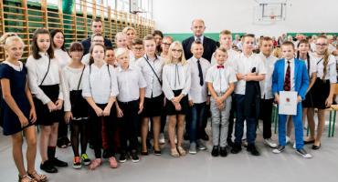 Rozpoczęcie roku szkolnego 2019/2020. Marszałek odwiedził szkołę w Brześciu Kujawskim [FOTO]