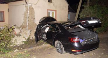Wypadł z drogi i uderzył w budynek w Seroczkach