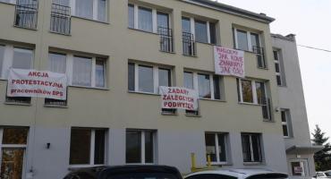 Strajk ostrzegawczy we Włocławku. Pracownicy protestują [ZDJĘCIA]