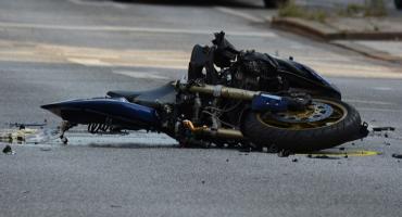 Zderzenie motorowerzysty z osobówką w Lipnie. 16-latek trafił do szpitala